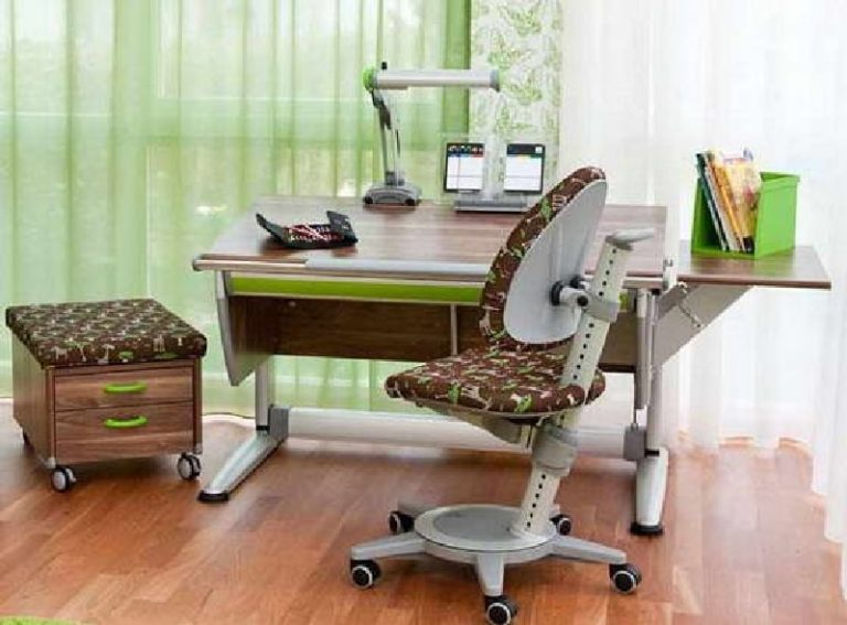 Родителям на заметку: как выбрать письменный стол школьнику.