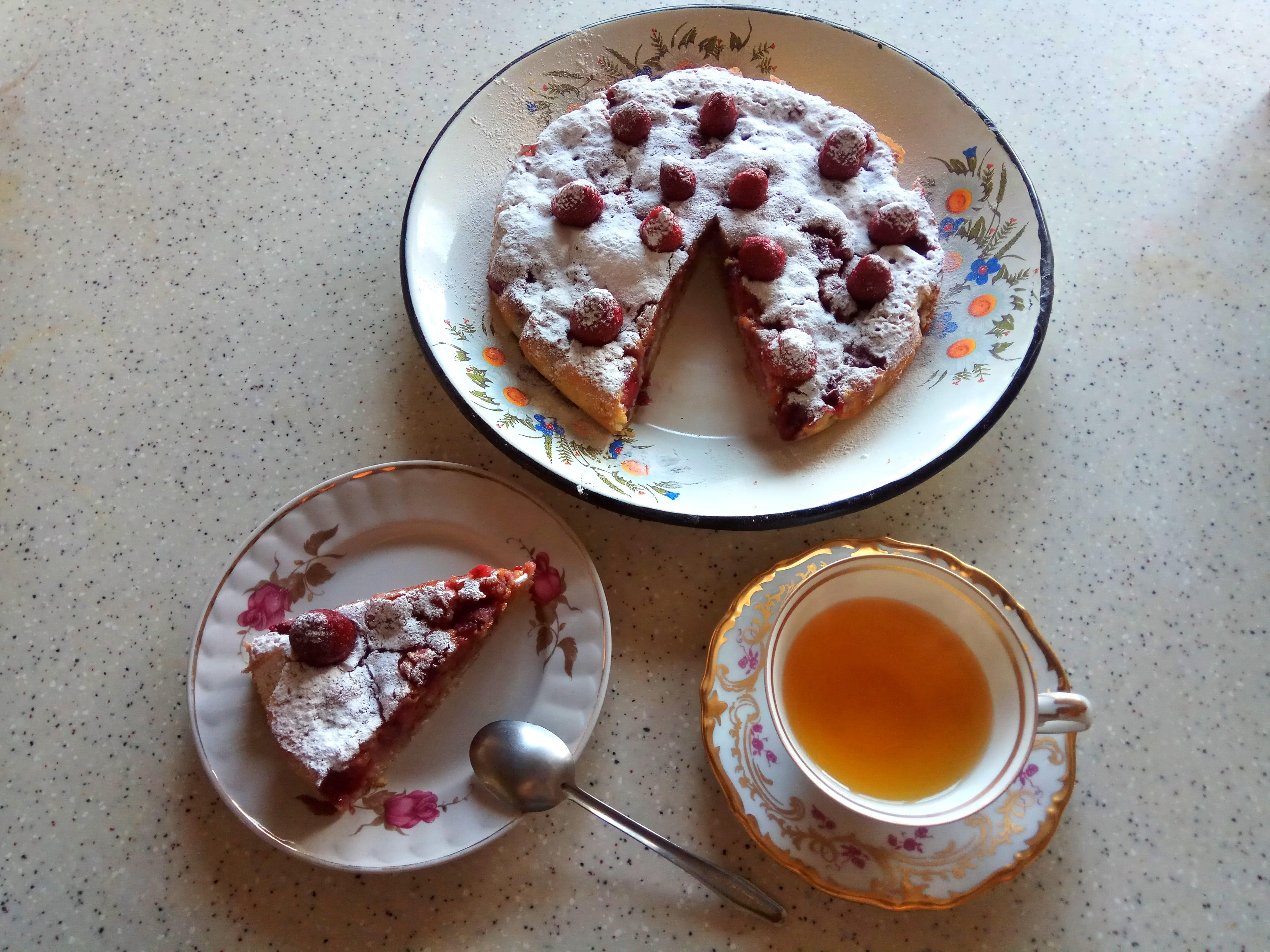 Заливной пирог с ягодами в духовке рецепт на кефире