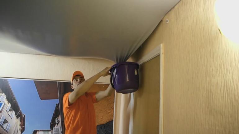 Как убрать ржавчину с потолка после протечки