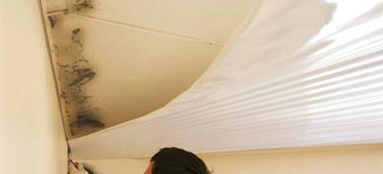 Как убрать пятна с потолка после затопления