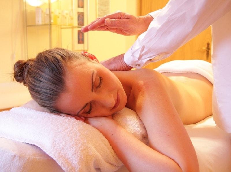 расслаблению помогает массаж
