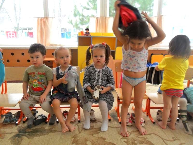 как уговорить ребенка одеваться