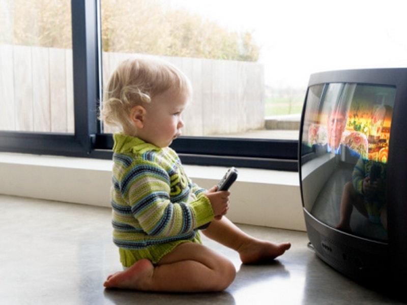 сколько детям можно смотреть телевизор в день