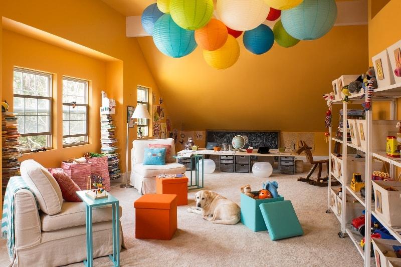 даже в маленькой детской можно упорядочить хранение игрушек