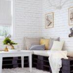 Белые кирпичные стены в интерьере дома