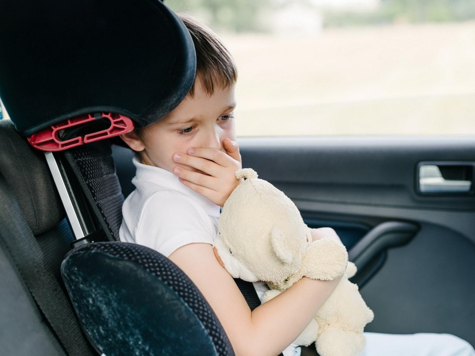 что делать, если ребенка укачивает в машине