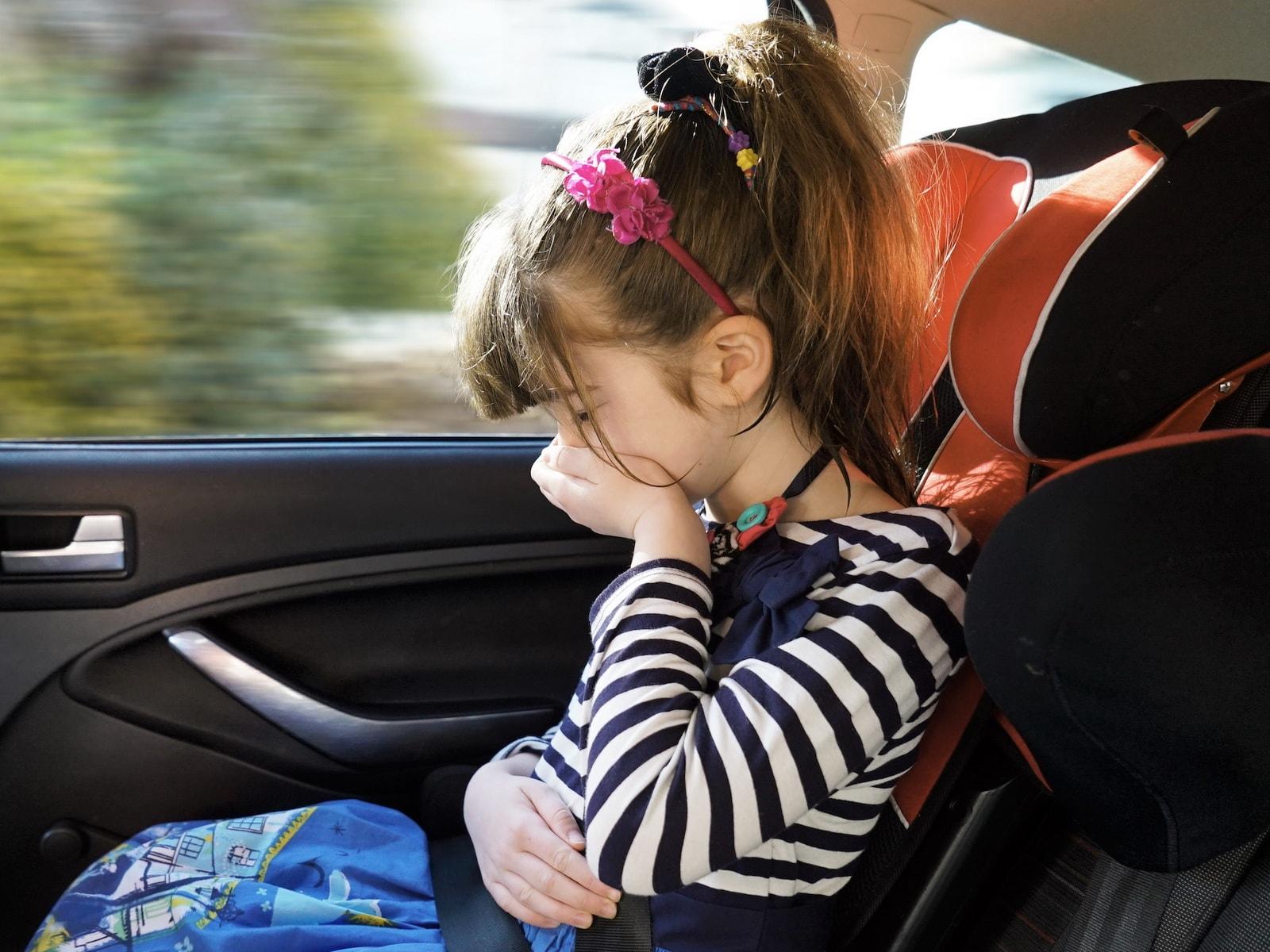девочку укачивает в машине что делать
