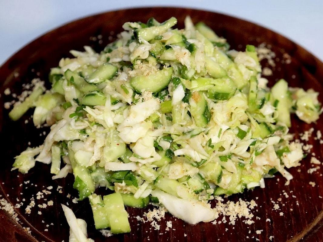 капустный салат с икрой минтая