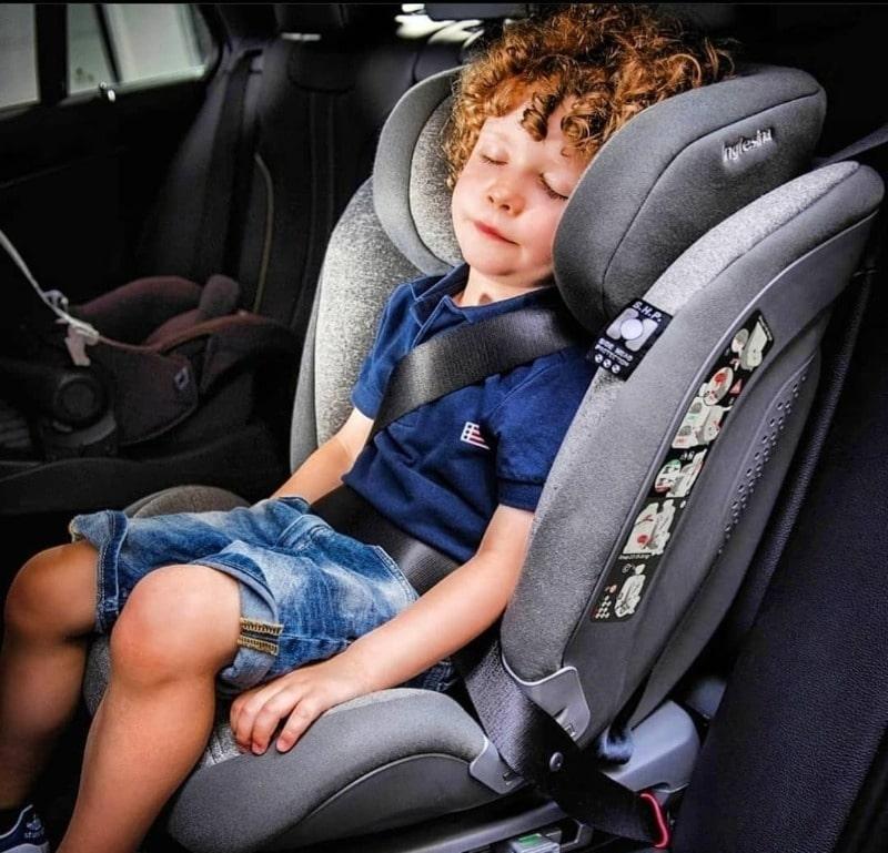 поездка с ребенком в машине