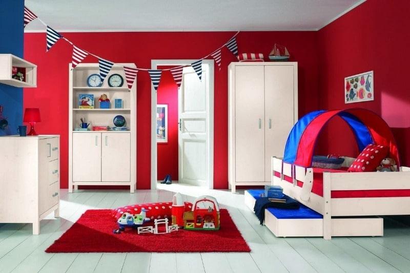 красный цвет для детской
