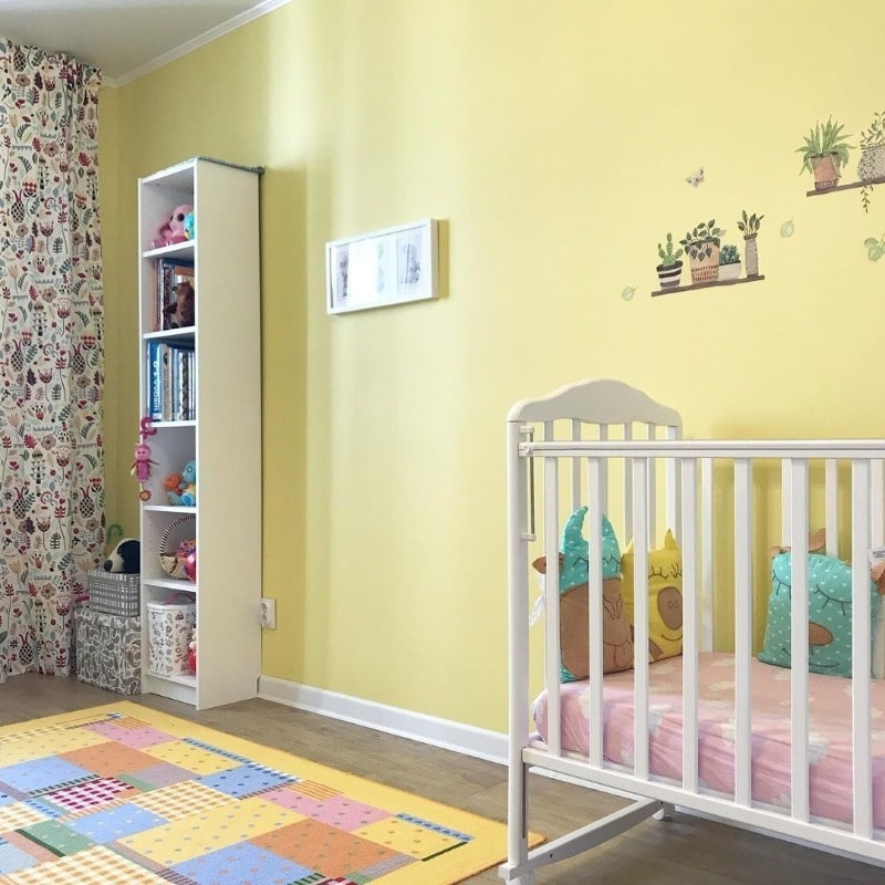 желтый оттенок для детской