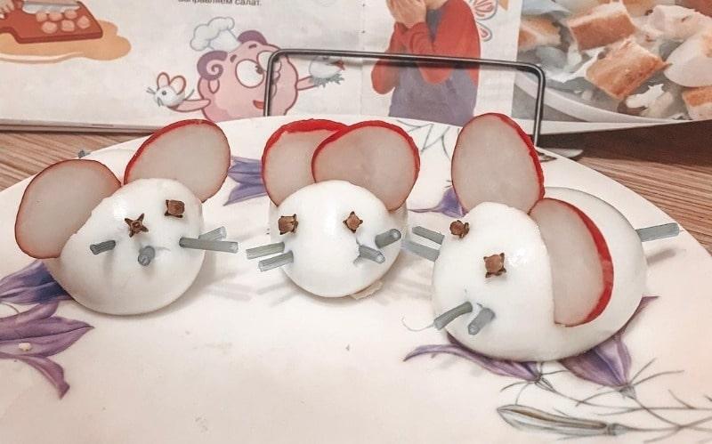 блюдо для стола на детский праздник - мышки из яиц
